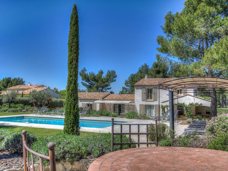 Superb Air Conditioning Villa, Pool Heated at Eygalières, holiday rental in Eygalieres