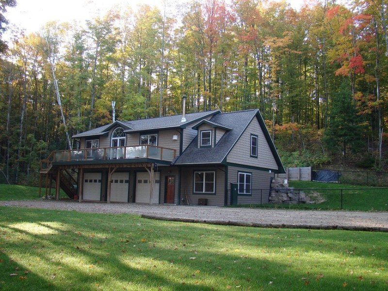 Beautiful location on the Boardman River W/Fireplace,Jacuzzi,Steam Shower,Air., vacation rental in Grand Traverse County