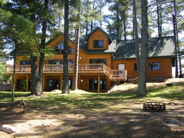 Up North Majestic Pines Retreat Lodge, aluguéis de temporada em Aitkin