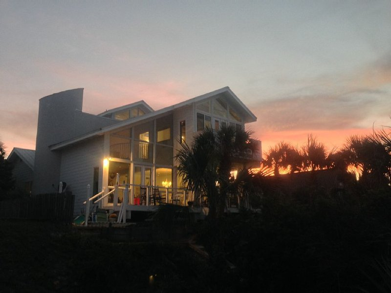Direct Ocean Front Private Home In New Smyrna Beach Florida, 4+ Bedrooms, Pool, holiday rental in New Smyrna Beach