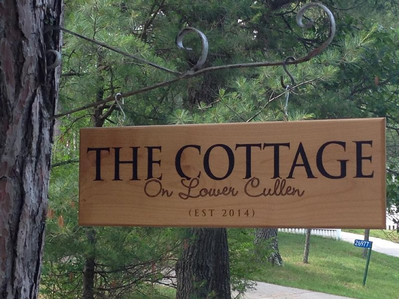 Charming Cottage, Sleeps 6+, Family Friendly, 550 Acre Lake, 2.5 Hrs N of cities, holiday rental in Lake Shore