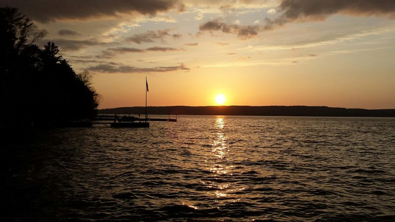 Madeline Island with Unobstructed Sunsets And Views Of Other Apostle Islands, vacation rental in La Pointe