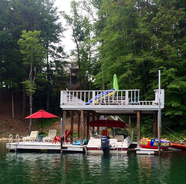 Lake House with Double Decker Dock and kayaks., Ferienwohnung in Morganton