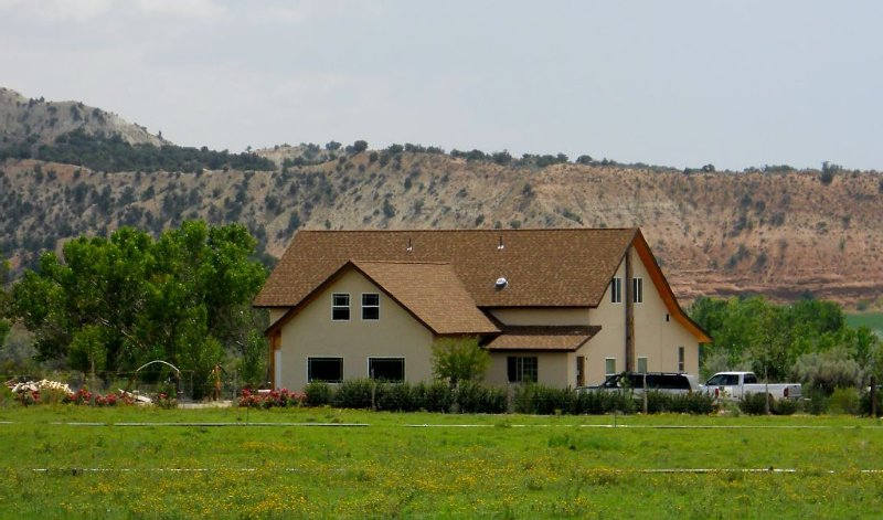 Spacious and Beautiful Vacation Getaway - Bryce, Grand Staircase Panoramic Views, holiday rental in Henrieville