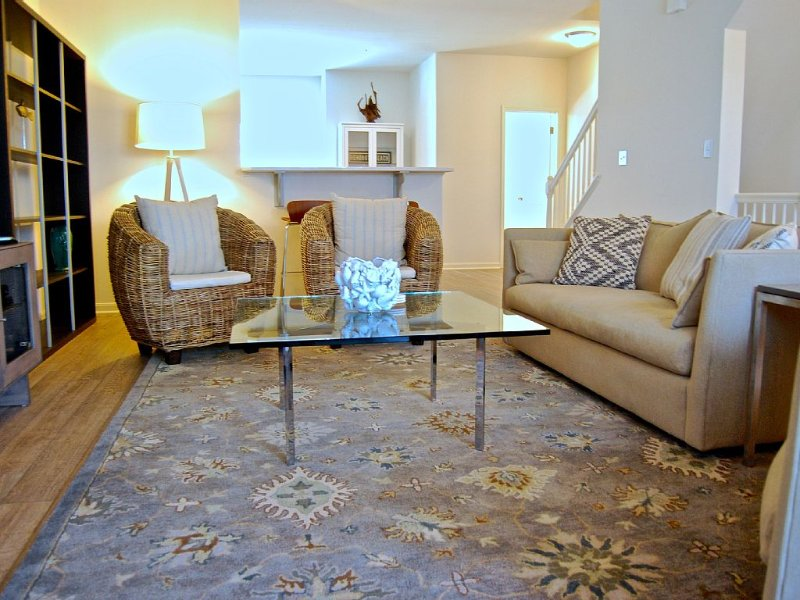 Light, Airy, Modern, Beachy!  Sleeps up to 9!, alquiler de vacaciones en Rehoboth Beach