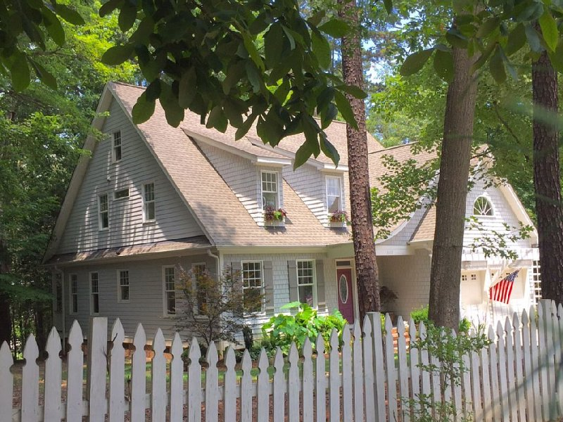 Private cottage in the most popular Raleigh area, close to everything...