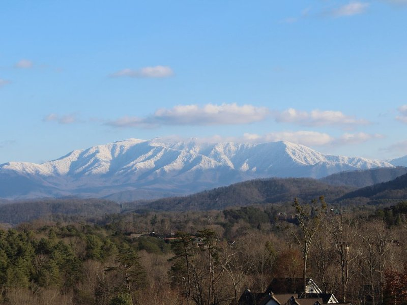 'What A View Condo,' $95-$120, *5 STAR*2 bdr/2/bth, ind/pool, hottub,wifi, vacation rental in Pigeon Forge