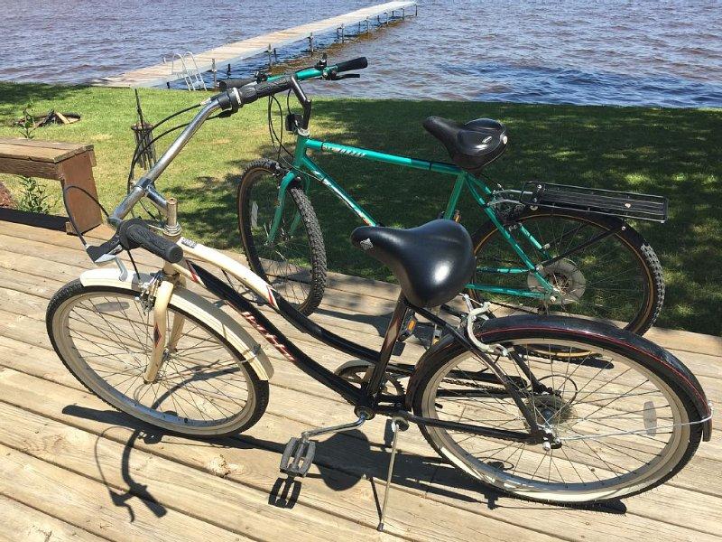"""Dos bicicletas de tamaño adulto (26 """") para explorar el área del lago"""