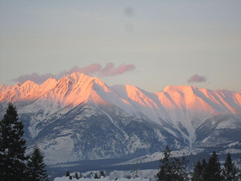 BEAUTIFUL MOUNTAIN VIEWS,CENTRAL TO FERNIE  & KIMBERLY, ENDLESS ADVENTURES, vacation rental in Moyie