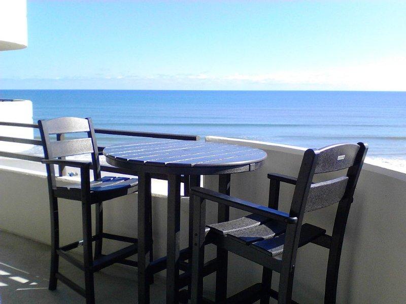 Beautiful Oceanfront Condo!!!, holiday rental in Daytona Beach