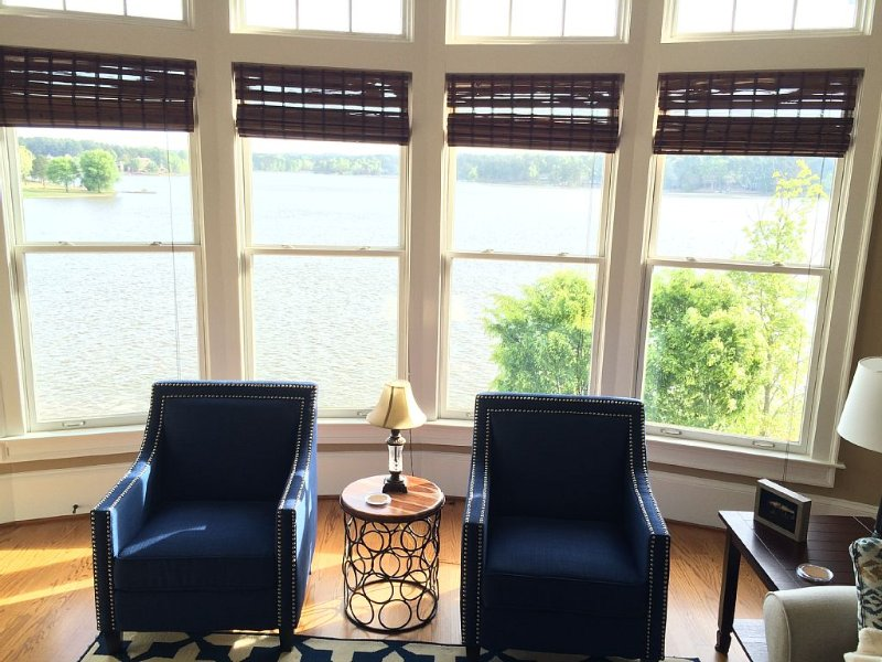 Beautiful lake front and golf course views from this 3BR/3BA penthouse condo, vacation rental in Eatonton