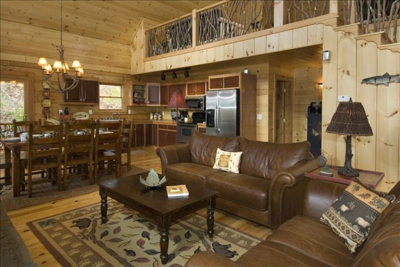 Great cabin with BIG specials!  Luxury and cozy in one place!  Go explore!, holiday rental in Bryson City