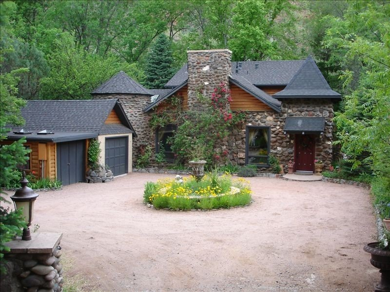 Creekside Chateau,patio overlooks Oak Creek, with steps to directly to the water, vacation rental in Sedona
