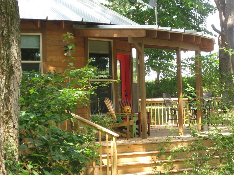 A Unique Experience!  Yurt Living In A Beautiful Woods Setting!, location de vacances à Huntsville