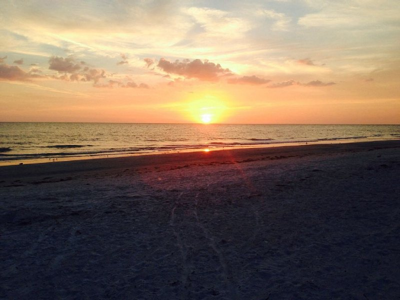 Newly renovated 3BR, 2BA condo with full Gulf view, holiday rental in Redington Shores