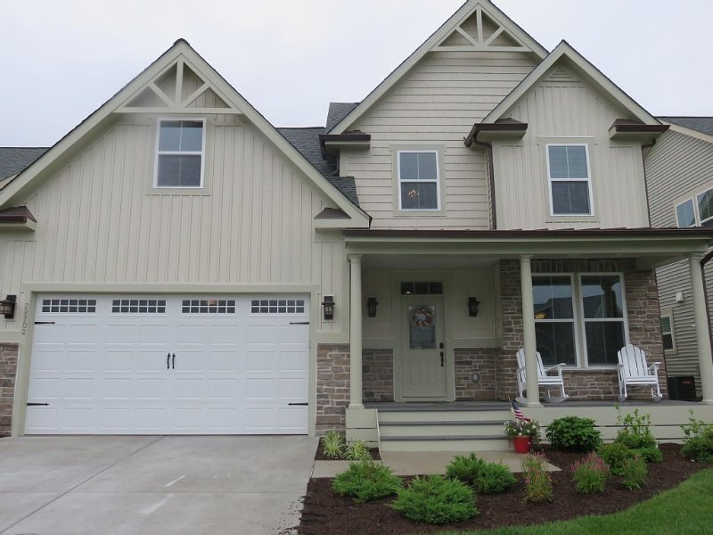 Only Single Family Waterfront  Home  Rental in Bay Forest !, holiday rental in Oak Orchard