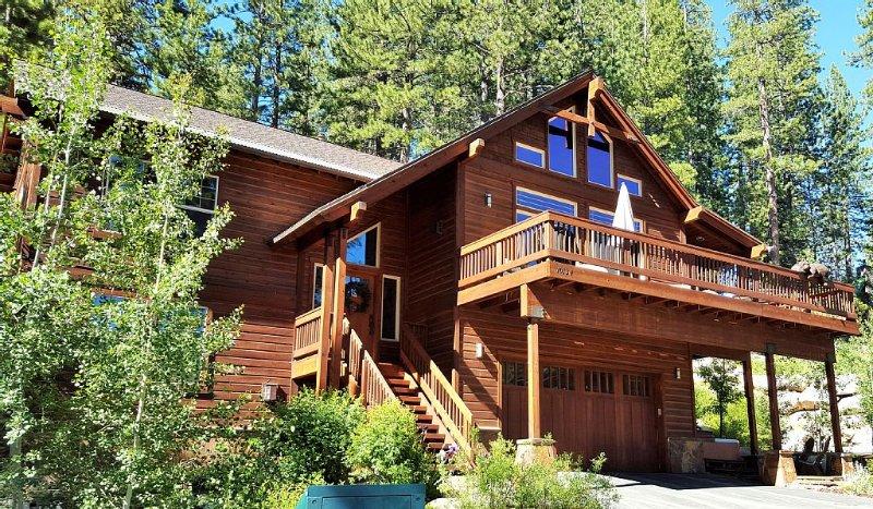 Luxury Donner Lake View Home, alquiler de vacaciones en Truckee