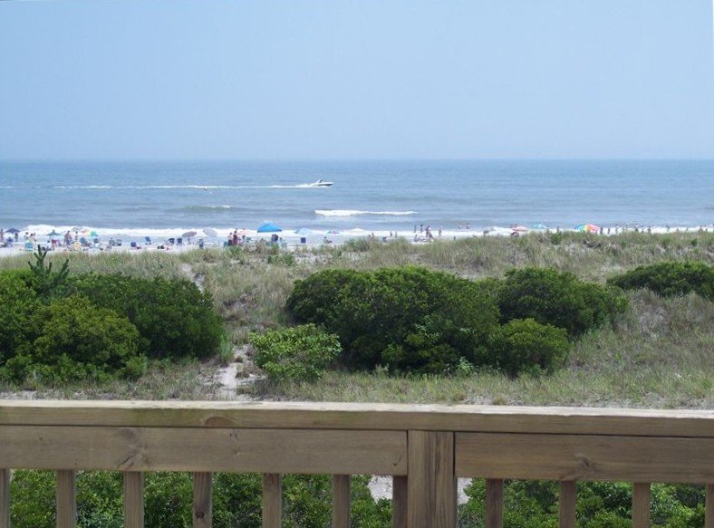 Oceanfront Townhouse! Fenced in back yard! Pet Friendly! May 5 - June 30 Open!, location de vacances à Brigantin
