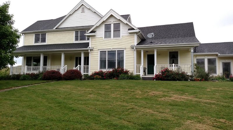 VRBO - Bed And Breakfast Offering Country Living In The Pristine Loess Hills !!!, holiday rental in Glenwood