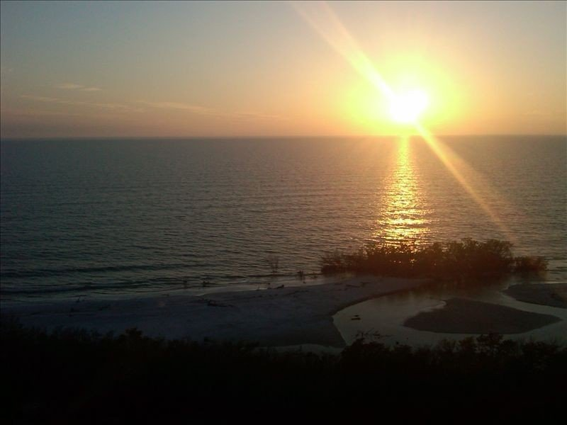 11th Floor Gulf Beachfront Condo, Great Views! WiFi, holiday rental in Fort Myers Beach