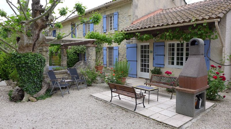 Country Villa 'Mas' in the Heart of Provence, holiday rental in Rognonas