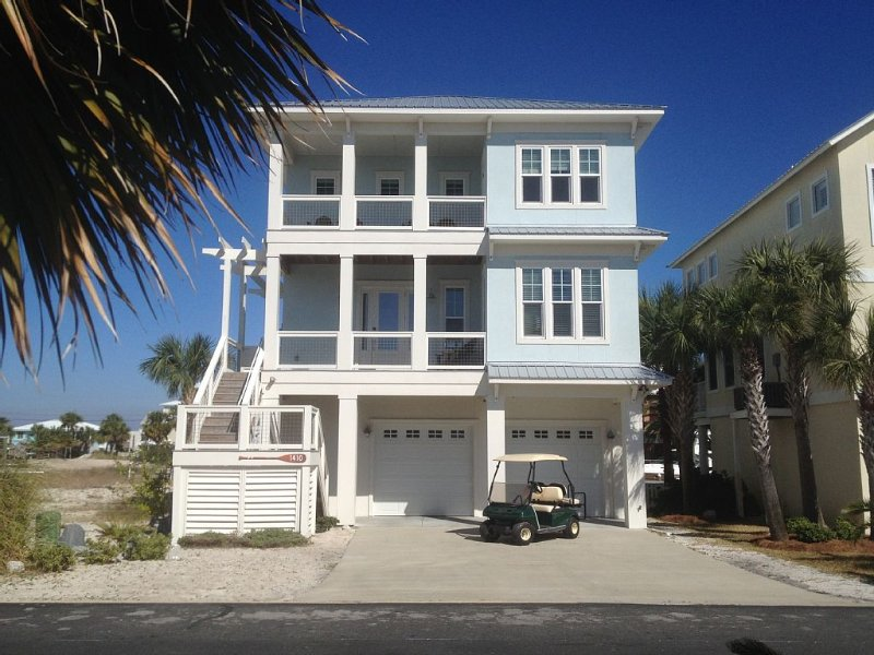 Waterfront Home with Golf Cart, Kayaks, Bikes and Paddleboards!, location de vacances à Navarre