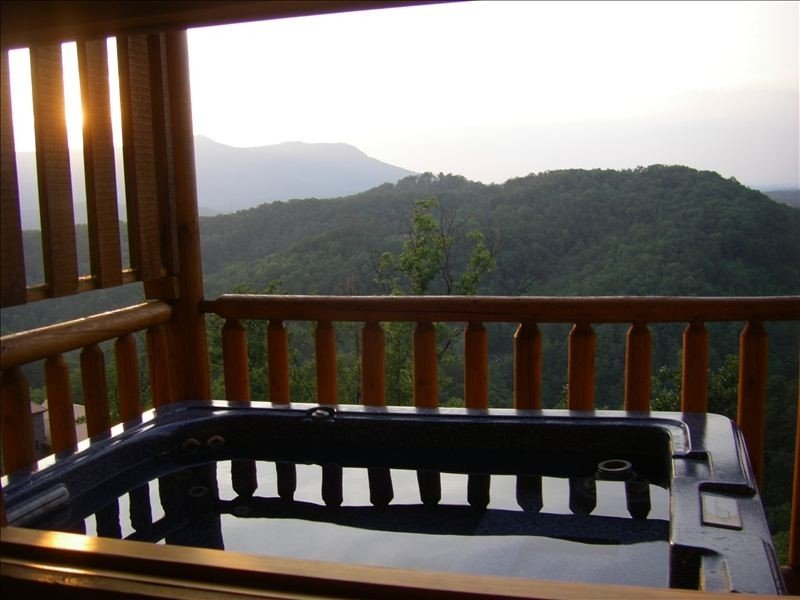 Luxury Log Home, Heaven's Window - Awesome Mountain Views, holiday rental in Sevierville