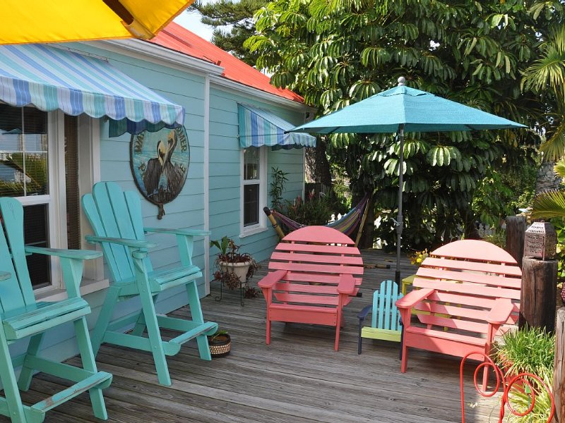 Pass-a-Grille's Waterfront Charmer, Key West Style Bungalow, aluguéis de temporada em Saint Pete Beach
