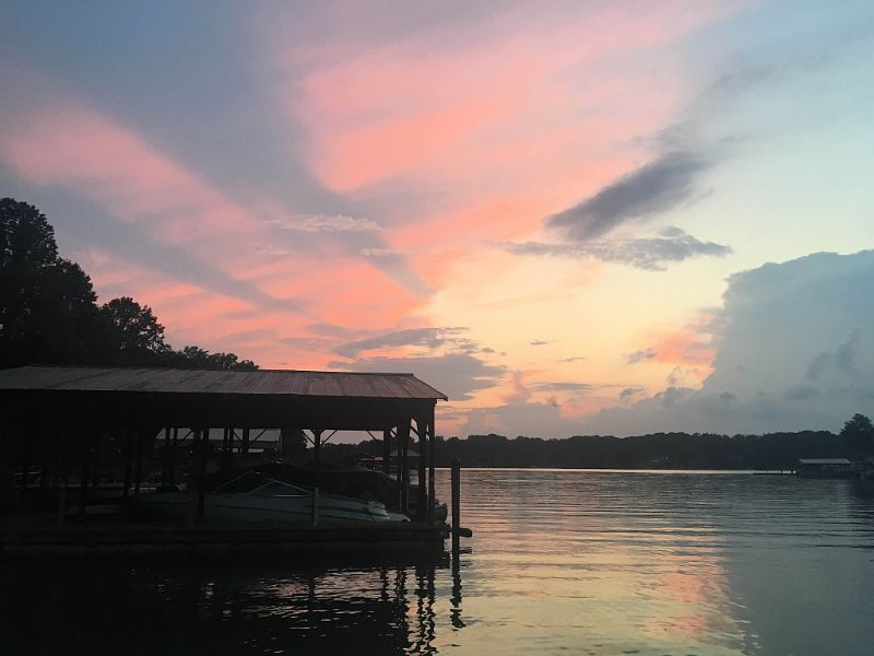Waterfront Paradise, Kayaks,floats,firepit & s'mores*Let the fun memories begin!, vacation rental in Mooresville