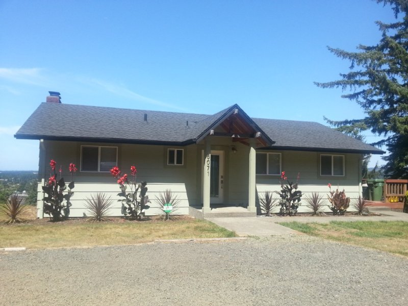 Breath Taking Views and Terrific Location!, vacation rental in Reedsport