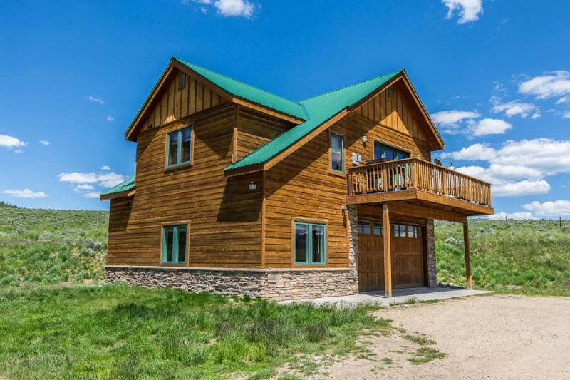 Family Friendly - On Ten Acres 3 Miles to Town - Stunning Views and Country Feel, holiday rental in Crested Butte