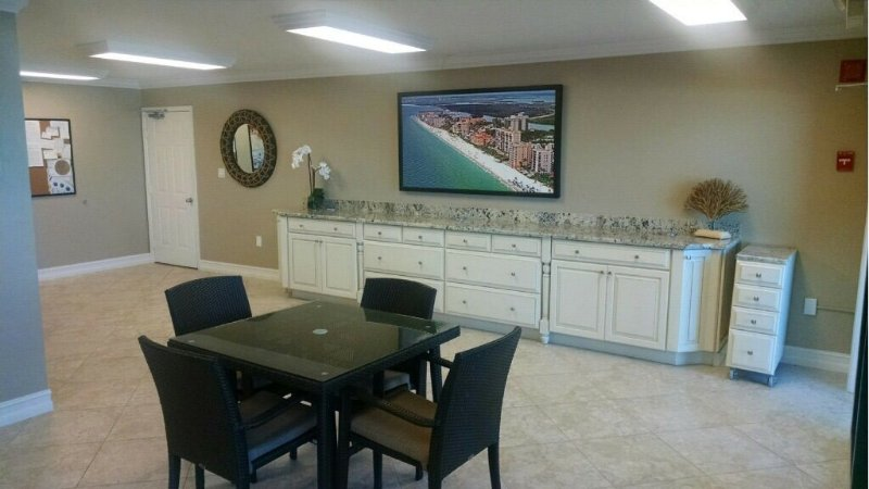 Beach Front 2 Bedroom Condo With Breathtaking Views Of The Gulf Of Mexico, vacation rental in Bonita Springs