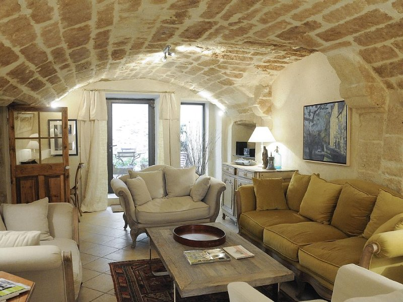 Lovely 17th Century Townhouse in the Historic Centre of Uzes, vacation rental in Uzes