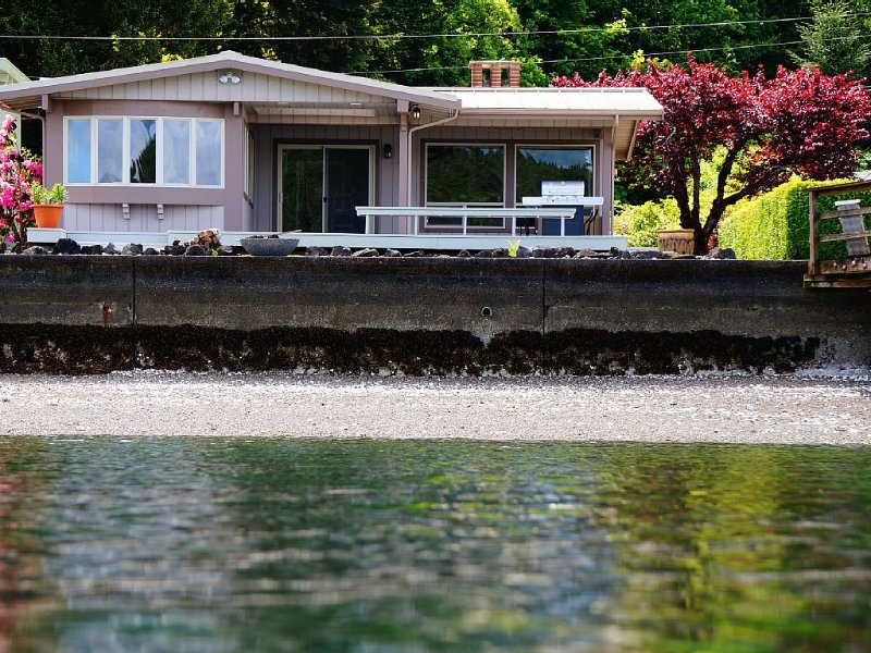 Waterfront Cottage in Union,  On Hood Canal, alquiler de vacaciones en Lilliwaup