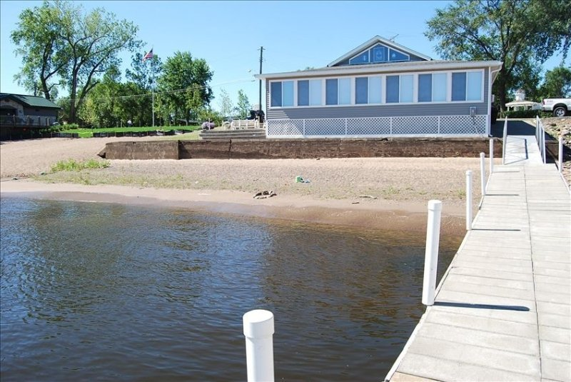 Beach House #1 with a Private Beach on the St. Croix River, holiday rental in Forest Lake