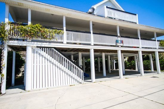 Just listed.  Beach & Ocean Views, Tons Of Parking, Very Short Walk Pier & Beach, vacation rental in Tybee Island