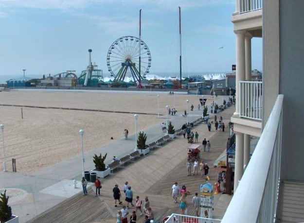 Ultimate Ocean City Condo-Ocean Front Boardwalk, Pool and More, holiday rental in Ocean City