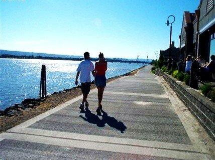 Renaissance Trail walk/run along the Columbia River
