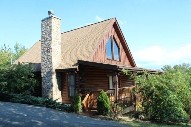 Eagles Haven Cabin - Wifi, Hotub, & More!, vacation rental in Sevierville