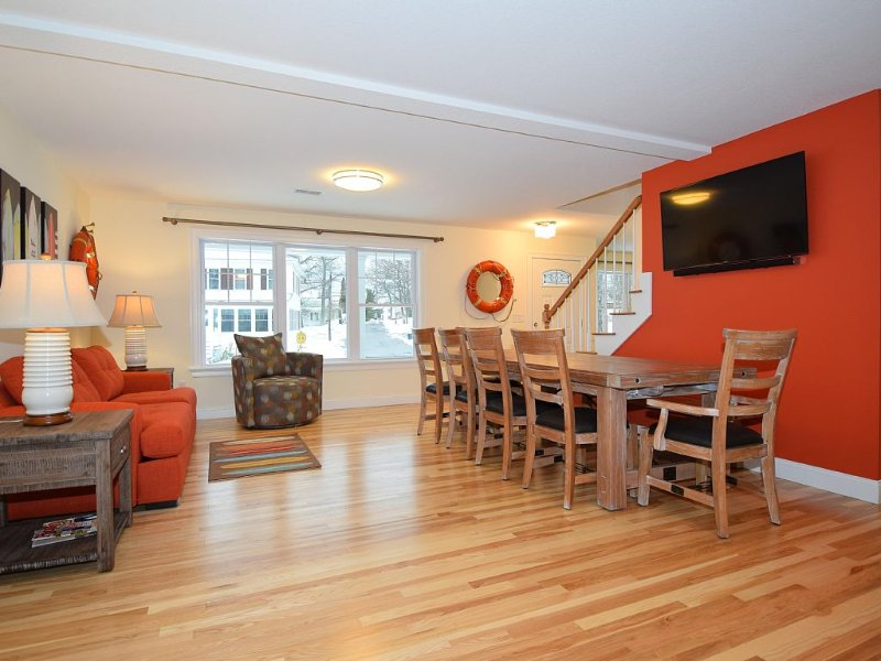 New Year Round Rental 1/4 Mile To Short Sands Beach & Downtown York Beach, holiday rental in York Beach