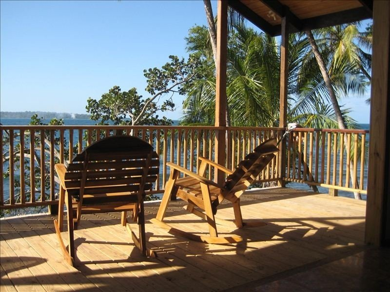 Oceanfront Home with Beautiful Sunset Views, holiday rental in Isla Bastimentos