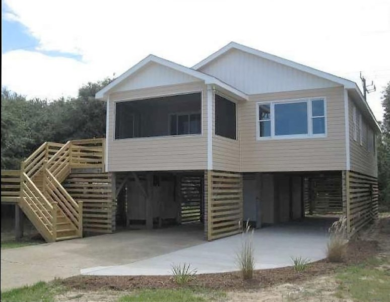 Ocean Side, Hot Tub, Pet Friendly, Remodeled Beach Home, vacation rental in Kill Devil Hills