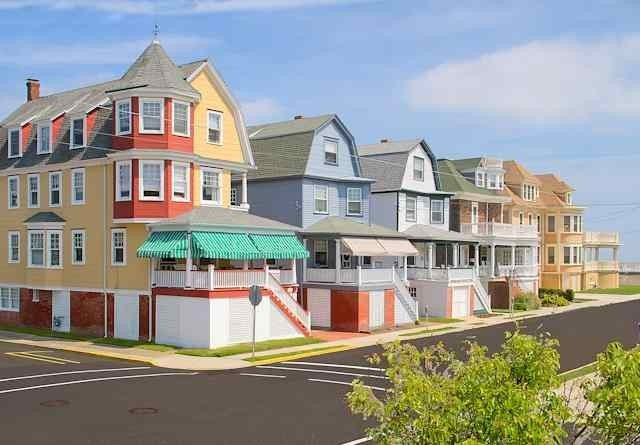Now booking 2020! 75 yards from the beach and promenade! 5 star rated property!, holiday rental in Cape May