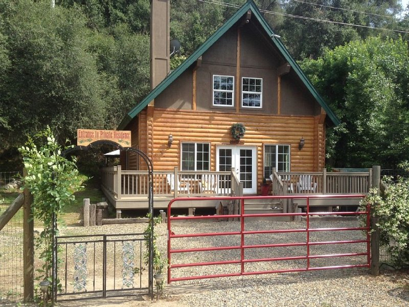 Donna's Doll House located 4.5 miles from Sequoia National Park., alquiler de vacaciones en Three Rivers