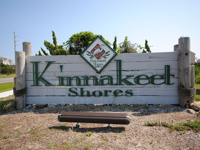 Kinnakeet Sign