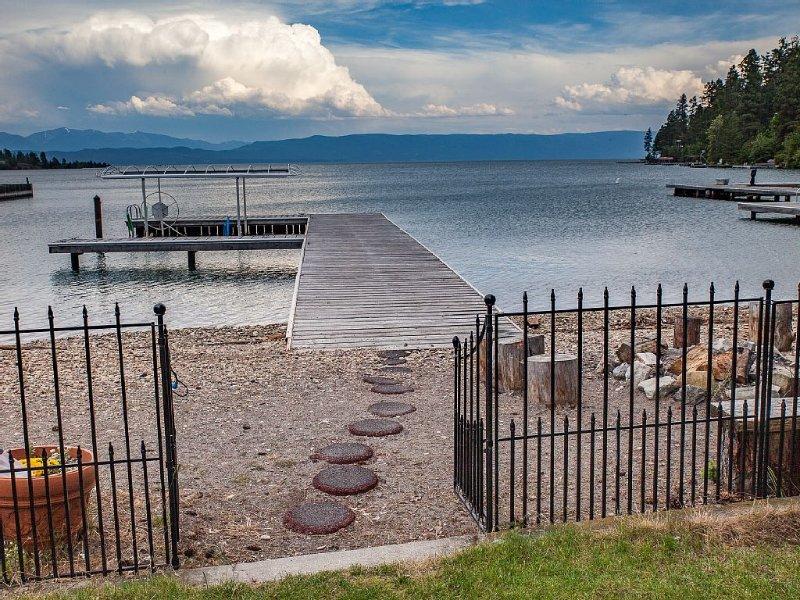 Lakefront Retreat-Views-Comfort-Work Spaces-Firepit-Sauna Shower-Jacuzzi Bathtub, location de vacances à Somers