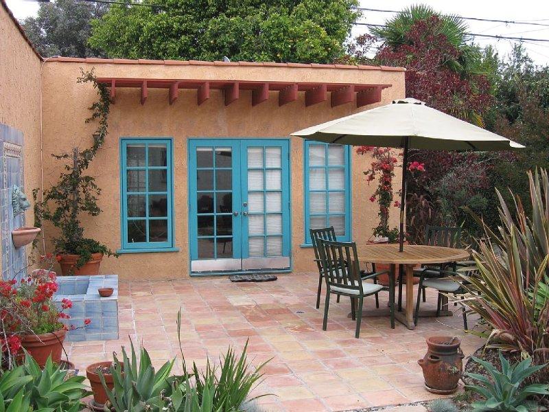 Guest House With Hot Tub, Spanish Patio & Fountain; Separate Entrance/Exit, location de vacances à Marina del Rey