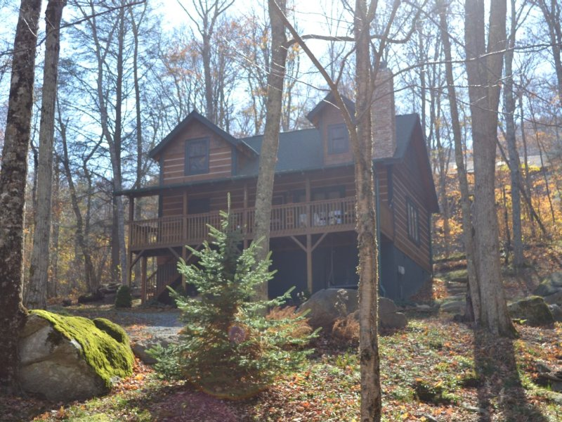Storybook Log Cabin Escape for 8, Hiking, Fishing Within Walking Distance, holiday rental in Beech Mountain