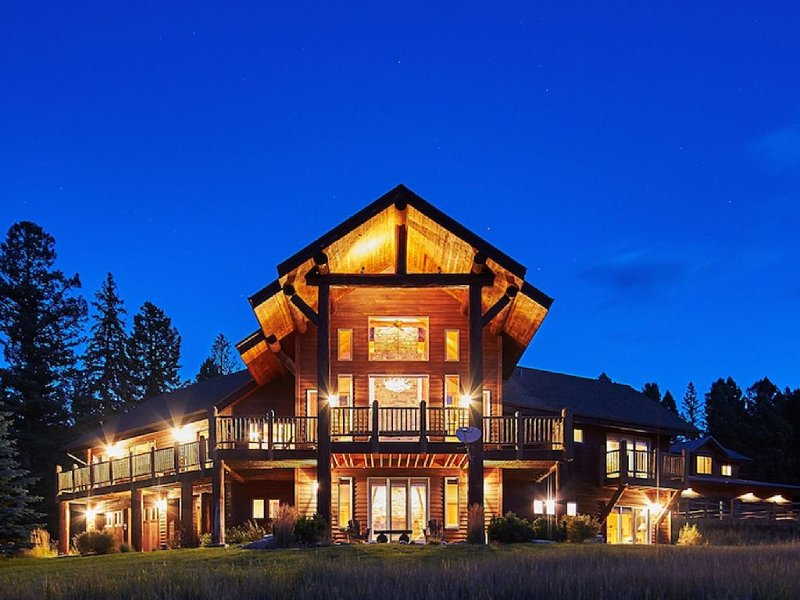 'Happy Trails'-Luxurious Home with Party Barn, Campfire area, Exclusive 20 acres, vacation rental in Big Sky