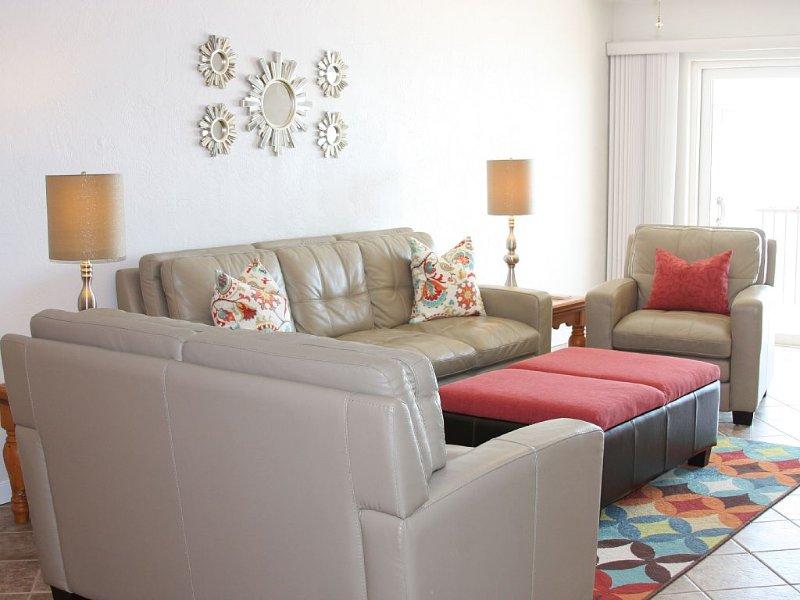 Direct Oceanfront Condo! Stunning Views, Non Smoking, Beautifully Decorated!, holiday rental in Daytona Beach Shores